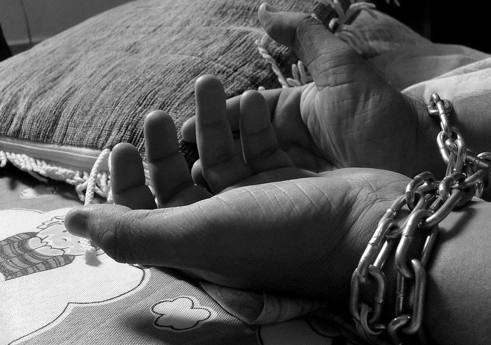 Organisaties die slachtoffers van mensenhandel begeleiden verdienen meer ondersteuning