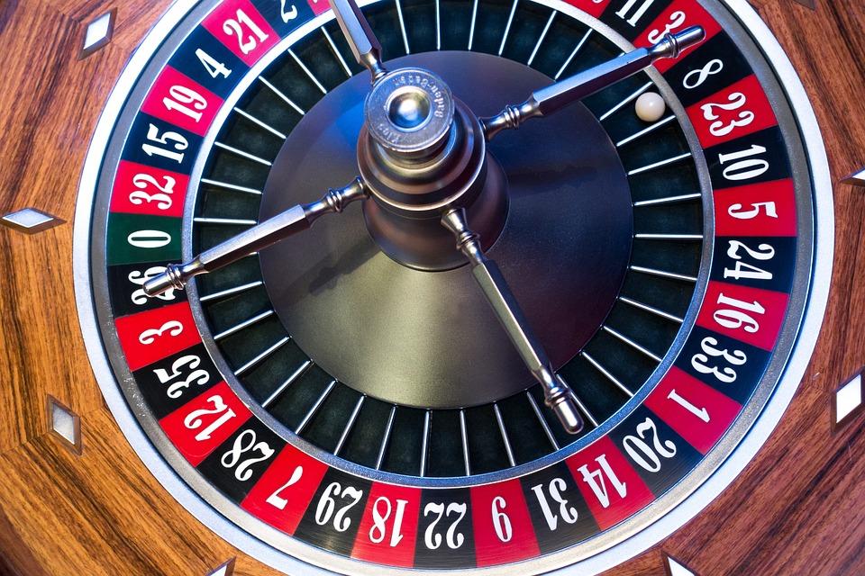Verhoging minimumleeftijd  naar 21 jaar opleggen aan gans de online goksector