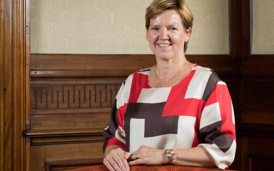 Els Van Hoof (CD&V) wil genderquota voor directie overheidsbedrijven