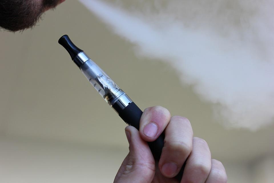 Helft e-sigaretverkopers overtreedt reclamewetgeving